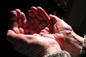 helping_hands_800_4jke